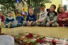 Odpiranje daril dedka Mraza